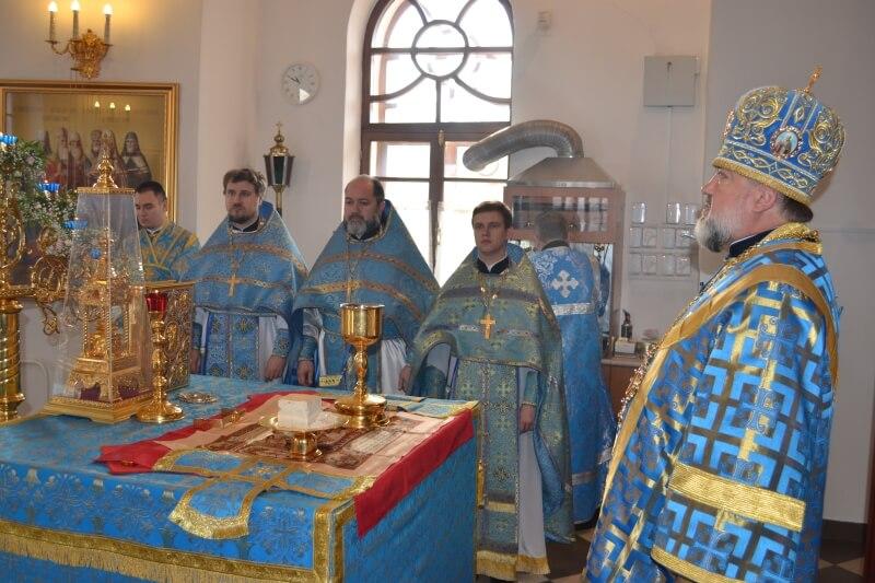 Алтарь храма Всех скорбящих Радость г. Благовещенск