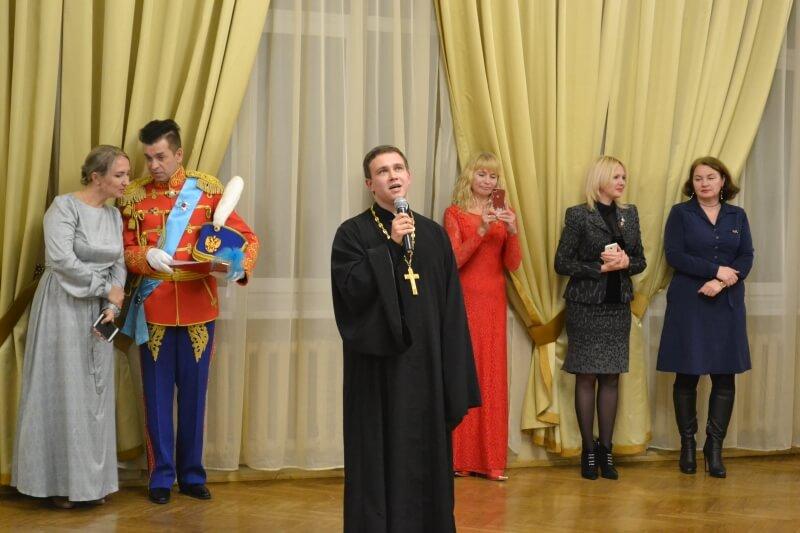 Приход храма иконы Божией Матери Всех скорбящих Радость организовал очередной молодежный бал.